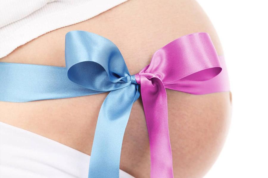 Zwangere buik met strik